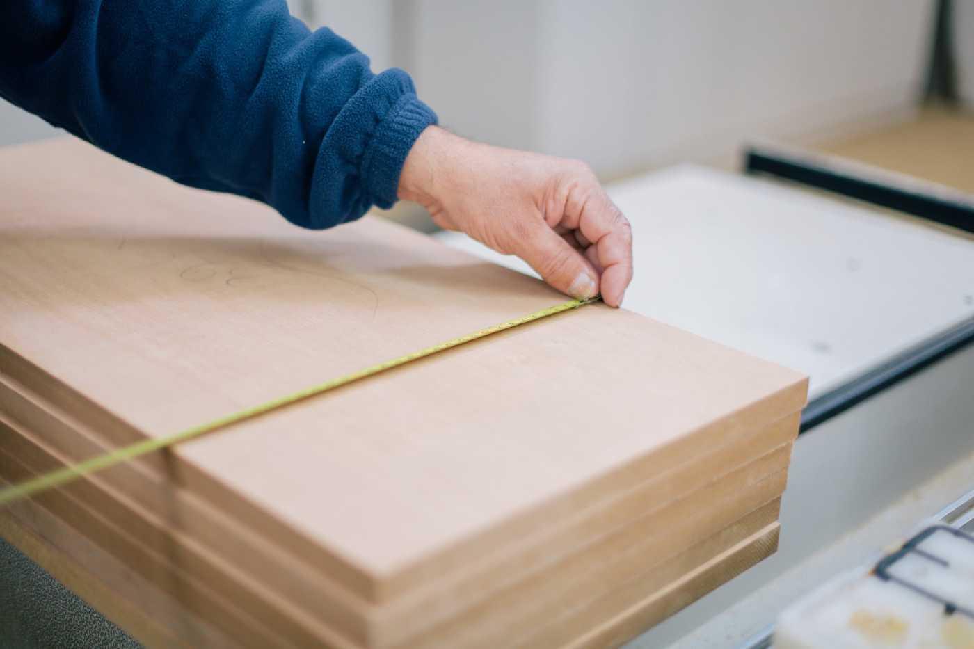 Atelierul de pe insula servicii CNC lemn contact header servicii